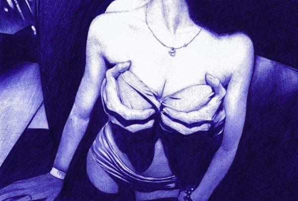 Ilustración realista a bolígrafo Bic azul de unas manos agarrando los pechos de una hica