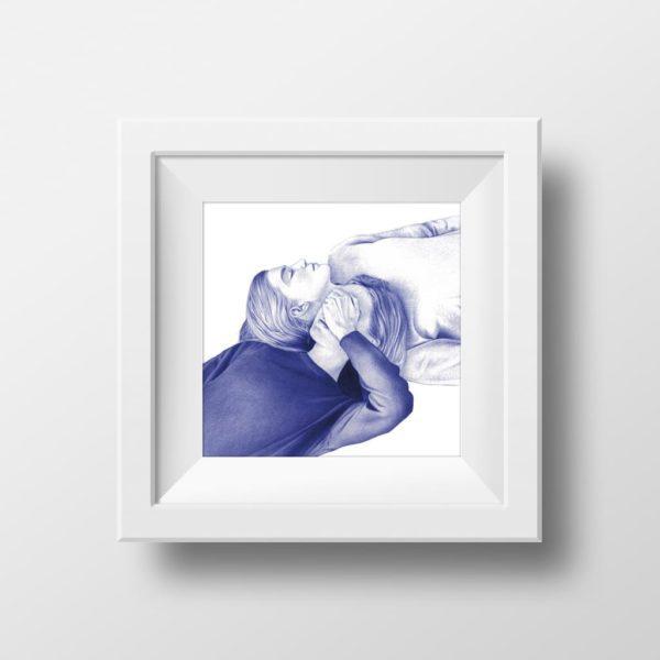 Mockup de ilustración realista a bolígrafo Bic azul de dos gemelas acostadas