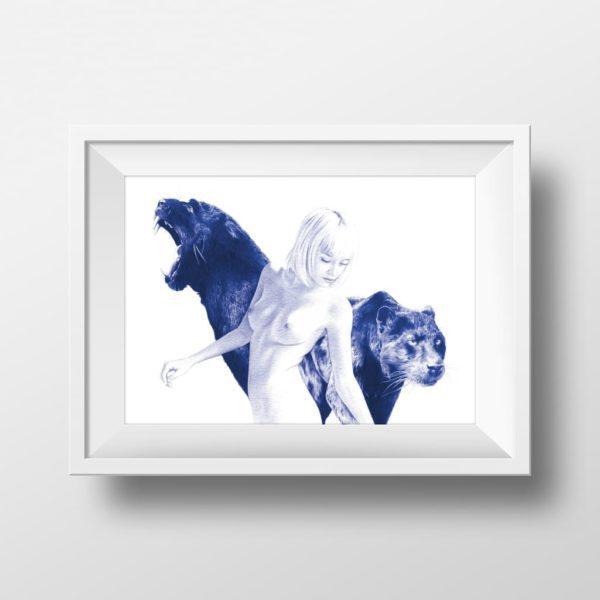 Mockup de ilustración realista a bolígrafo Bic azul de una chica rodeada de panteras