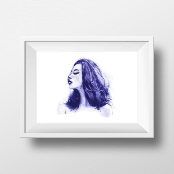 Mockup de ilustración realista a bolígrafo Bic azul de una chica con los ojos cerrados